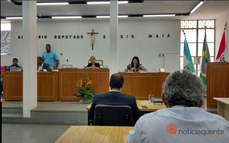 Votação dos projetos de leis para a realização de concurso da Prefeitura de Pão de Açúcar
