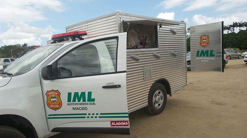 Veículos do IML...