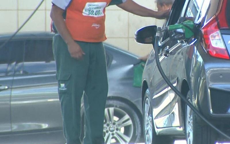 Preço médio dos combustíveis em Maceió sofreu aumento em relação ao mês de março, segundo o Procon