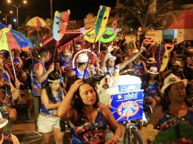 Prévia de Carnaval agita a noite no bairro do Jaraguá