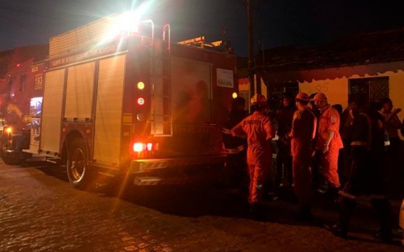 Adolescente foi detido acusado de atear fogo em residência na Pajuçara