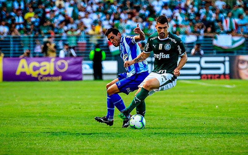 Maidana estreou contra o Palmeiras, mas saiu por lesão ainda no primeiro tempo
