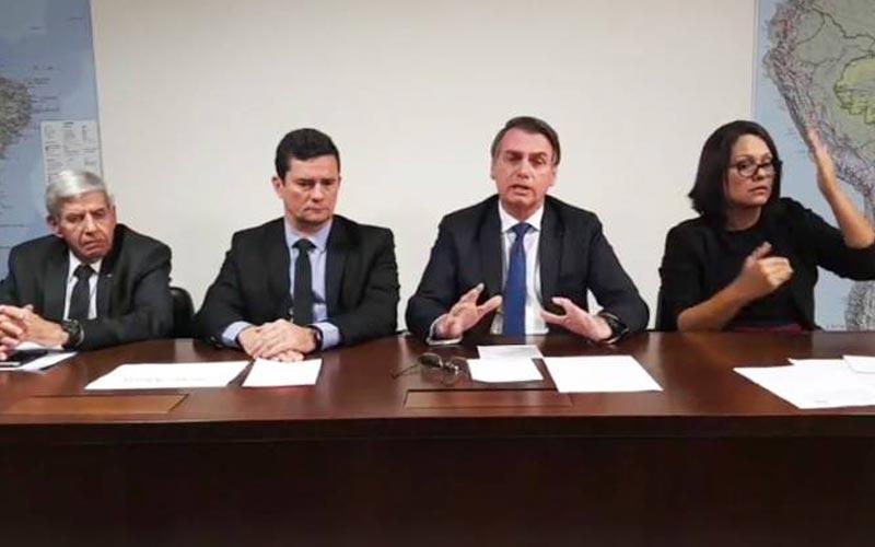 Jair Bolsonaro, presidente da República, realiza live nas redes sociais com Sergio Moro, ministro da Justiça e Segurança Pública e General Augusto Heleno, ministro-chefe do Gabinete de Segurança Institucional (GSI) - 04/04/2019